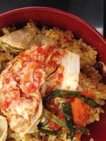 stekt ris med gmichi och fläsk, koreansk mat foto