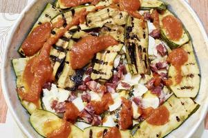 parmigiana aubergine med zucchini