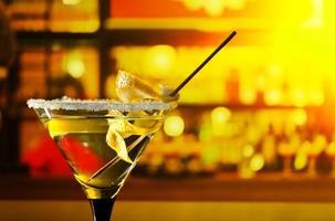 cocktail med citron foto