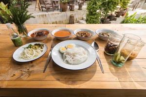 thai vermicelli ätit med curry