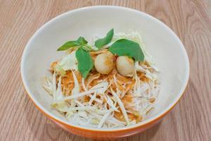 thai ris vermicelli med curry foto