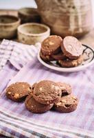 choklad och hasselnötterkakor på trasa