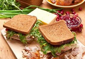 hela vete fjäderfä smörgås foto