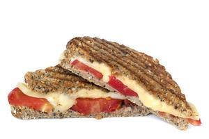 grillad ost och tomatsmörgås foto