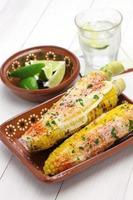 mexikansk grillad majs, elote foto