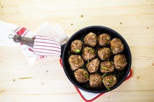 matlagning köttbullar foto