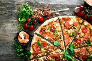 pizza med olika skaldjur foto