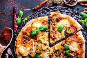 välsmakande pizza foto