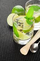 mojito cocktail och ingredienser foto