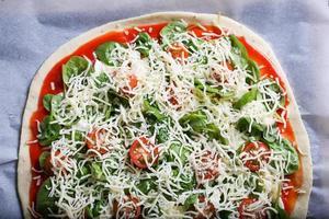pizza med spenat foto