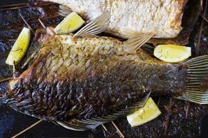 ungsbakad fisk foto