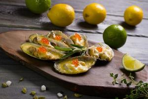 bakade musslor. foto