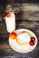 kakor och flaska mjölk foto