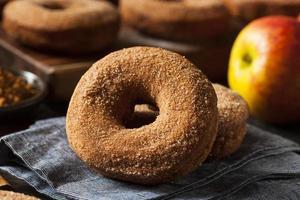 varma äppelcider donuts foto
