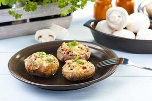 bakade fyllda svampar foto