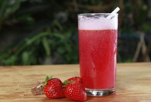 dryck av jordgubbar foto