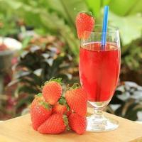 färsk jordgubbssaft foto