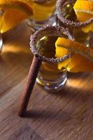 tequila med apelsin och kanel foto