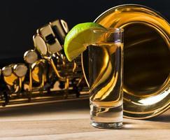 saxofon och tequila med lime