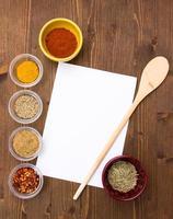 recept med kryddor foto