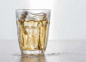 skott av whisky foto