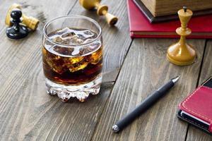 whisky och schack foto