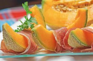 färsk skinka och melon foto