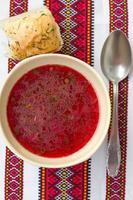 traditionell ukrainsk soppa - röd borsch foto