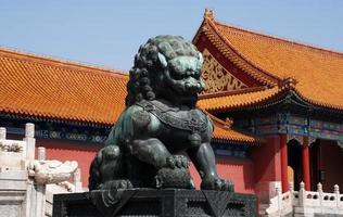 kejserligt bronslejon i förbjuden stad (Peking, Kina)