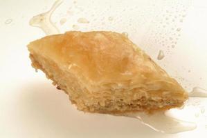 baklava sweet med honung och pistaschnötter foto
