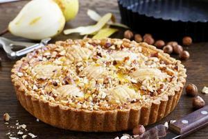 päronpaj med nötter och mascarpone. foto