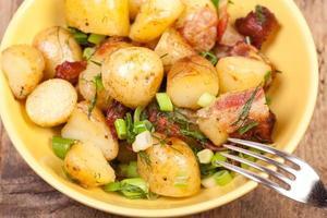 närbild potatis sallader foto