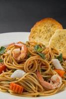 spaghetti med räkor foto