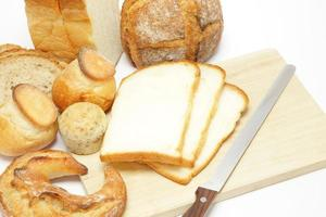 skära bröd foto