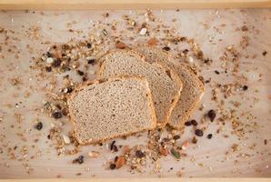 grovt bröd foto