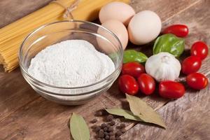 ingredienser för att förbereda en måltid. foto