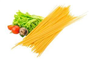 rå spaghetti foto