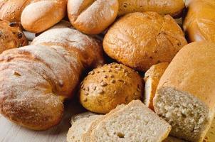 nybakat traditionellt bröd foto