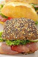 rustik skinkasmörgås foto