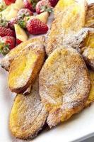 ugnsfransk rostat bröd med frukt foto