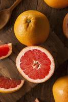 hälsosam organisk röd rubin grapefrukt foto