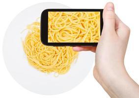 turistfotografier av spaghetti al burro på plattan foto