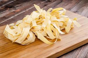 färsk pasta pappardelle foto