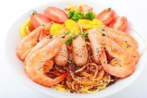italiensk pasta med räkor foto