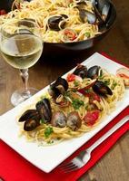 läcker pasta med musslor foto