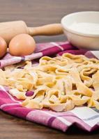 hemlagad färsk pasta. foto