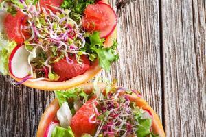 sallad med grapefrukt. foto