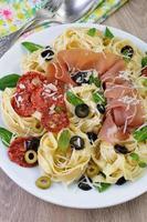 pasta med gammon foto
