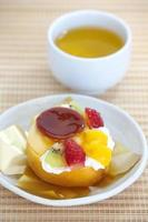 rullkaka och fruktpudding foto