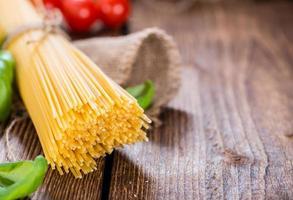 del av rå spagetti foto